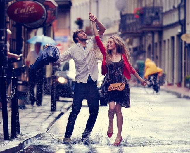Dejo pa peļķēm svešā pilsētā - esiveiksmigs.lv - @Asset